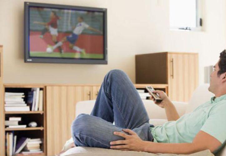 No está claro exactamente por qué perder más tiempo viendo la televisión puede estar vinculado a un peor rendimiento cognitivo. (Contexto/Internet).