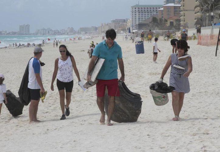 Más de dos mil personas participaron en el programa de limpieza. (Tomás Álvarez/SIPSE)