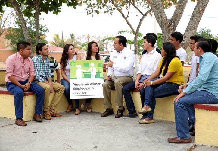Nerio Torres Arcila durante su encuentro con líderes estudiantiles. (SIPSE)