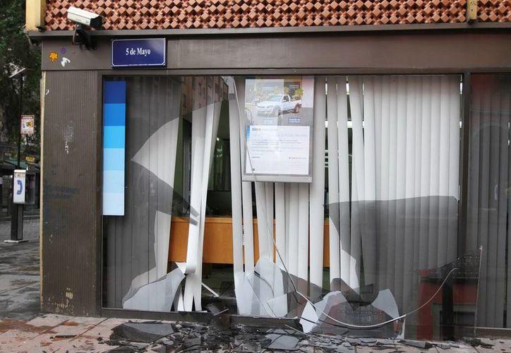 Los autores de actos vandálicos del 1 de diciembre, Ariel Flores Pérez, Óscar Espinosa Triguero y Demian Reyes Lara, finalmente dejaron el Reclusorio Norte. (Notimex)