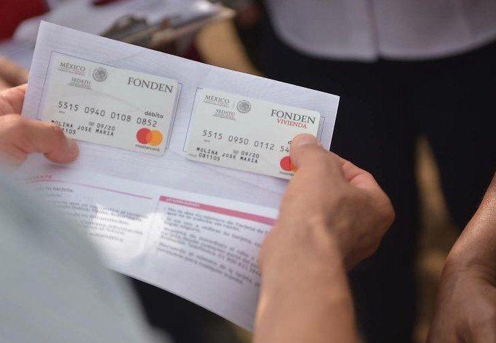 Una de estas tarjetas fue entregada por el propio Presidente de México. (Foto: López Dóriga)