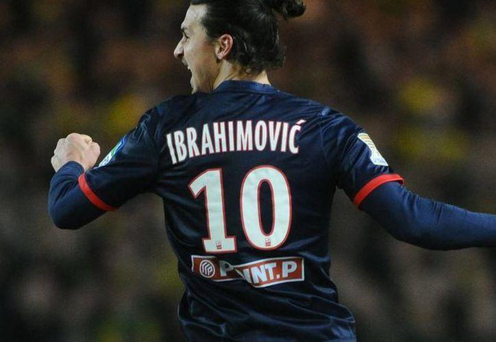 Zlatan Ibrahimovic declaró que pudo haber regresado al AC Milan, pero rechazó la oferta porque en el PSG de Francia está feliz  con su familia. (fichajes.futbol)