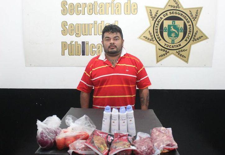 Roger Góngora Morfeno robó varias cosas en un supermercado de la avenida Itzaes. (SIPSE)