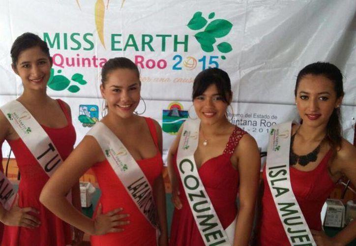 Las representantes de cinco municipios del Estado estuvieron presentes en la conferencia de prensa. (Daniel Pacheco/SIPSE)