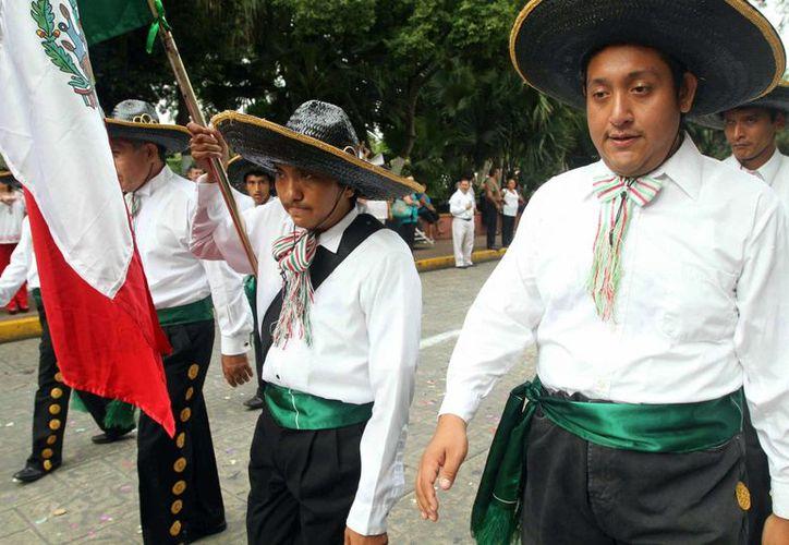 Alumnos de La Ceiba durante el desfile. (SIPSE)