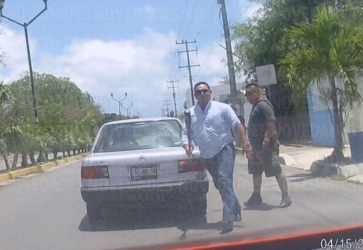 Los agresores atacaron con un bate el vehículo de la víctima. (Redacción/ SIPSE)