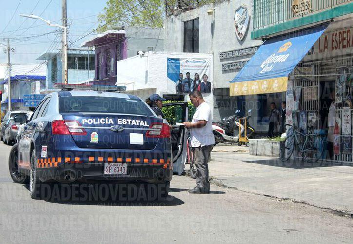 Los comerciantes se previenen y viven enrejados para no ser víctimas de los delincuentes. (Joel Zamora/SIPSE)