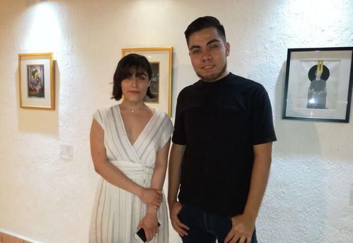 Scarlett Mora y Óscar Herrera inauguraron la exposición colectiva. (Faride Cetina/SIPSE)