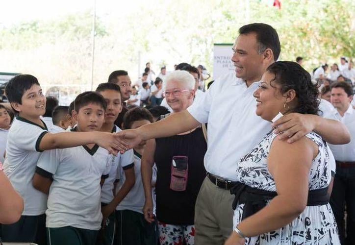 El gobernador yucateco Rolando Zapata es por mucho el que más aceptación ciudadana tiene, de acuerdo a la Consulta Mitofsky. (Foto de archivo de Jorge Acosta/SIPSE)