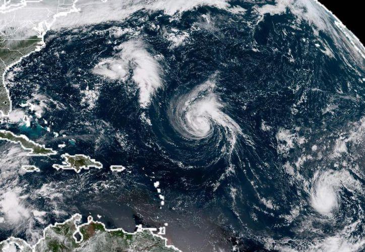 El Centro Nacional de Huracanes (CNH) estadunidense pronosticó que Florence cobrará mayor fuerza la mañana de este lunes. (AFP)