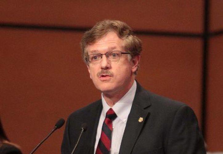 El senador asegura que la educación es el tema clave para sacar adelante a México. (Notimex)