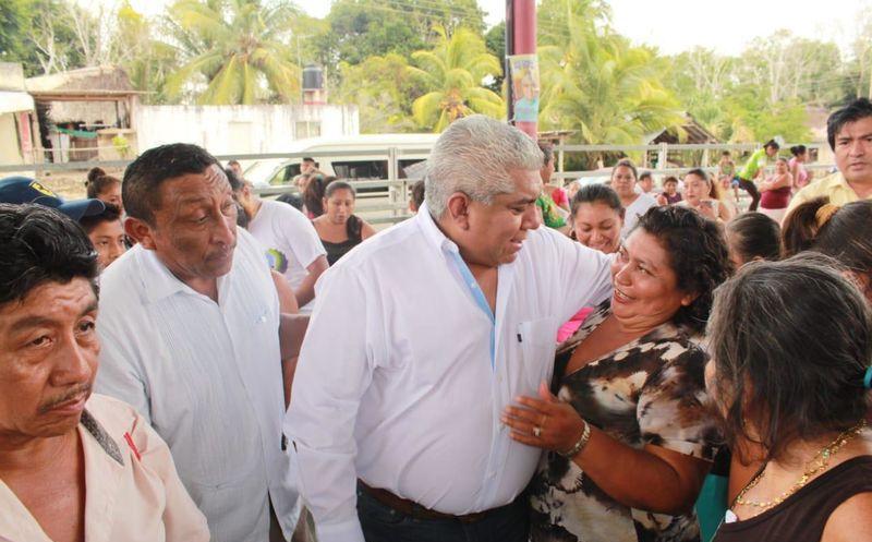 Pedro Pérez Díaz inició su campaña en la comunidad de Chancah Veracruz. (Redacción/SIPSE)