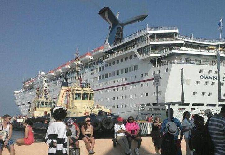 El Carnival Elation es uno de los cruceros que realizan viajes semanales a Progreso, Yucatán. (SIPSE)
