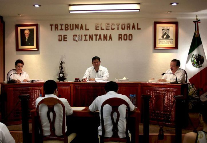 El presidente del Teqroo, Víctor Vivas Vivas, precisó que el Ieqroo deberá cumplir en dos días con las modificaciones parciales incluidas en las sentencias de los tres juicios. (Jorge Carrillo/SIPSE)