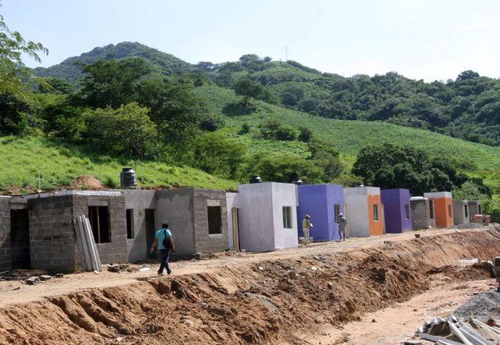 Imagen de viviendas construidas en el municipio de Juan R. Escudero, en Guerrero, México, para reubicar a familias. (Foto de archivo: Notimex)