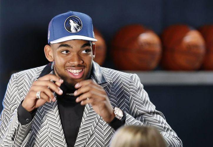 Karl-Anthony Towns fue seleccionado por los Timberwolves de Minnesota para jugar en la NBA. (Foto: AP)