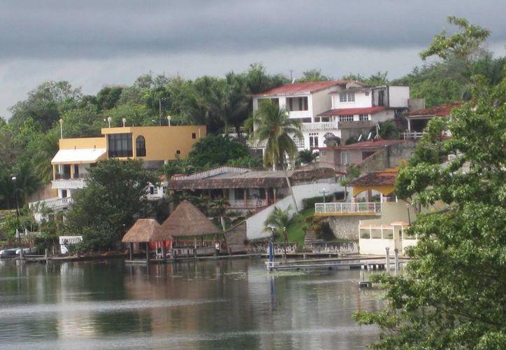 La Secretaría de Ecología realiza talleres con diversos sectores para la elaboración del ordenamiento ecológico de Bacalar.  (Javier Ortiz/SIPSE)