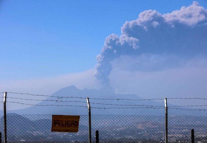 Vista general de una erupción en el volcán Pacaya, en la Ciudad de Guatemala. (EFE/Archivo)