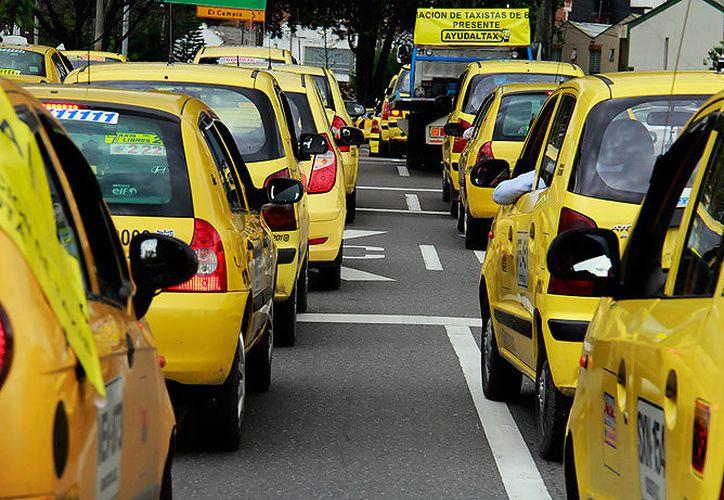 Solo en Bogotá hay más de 60 mil taxis y se calcula que de la protesta participan unos 250 mil en todo el país. (Contexto/Internet).