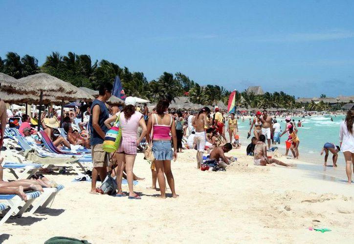 En playas se reforzará la vigilancia de los turistas de parte de los guardavidas. (Cortesía/SIPSE)