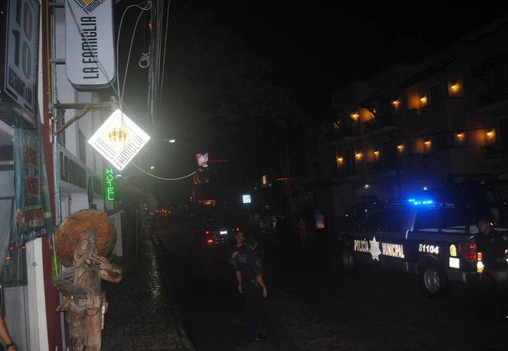 Elementos policíacos realizaron un operativo, pero no encontraron el vehículo. (Redacción)