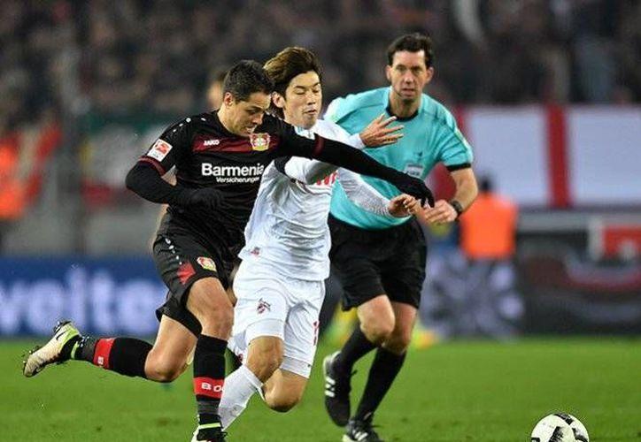 El delantero mexicano Javier 'Chicharito' Hernández vive la peor racha de su carrera en cuanto a falta de gol. No marcó en el 1-1 del Leverkusen con el Koln. No anota desde octubre. (AP)