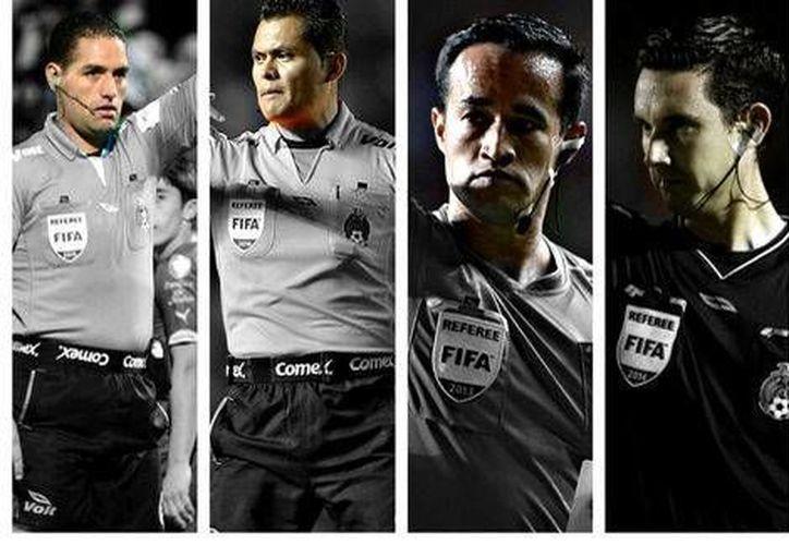 De i a d: Roberto García Orozco, Jorge Antonio Pérez Durán; Jorge Isaac Rojas Castillo y César Arturo Ramos Palazuelos, árbitros designados para pitar en partidos de equipos de Liga MX implicados en el descenso. (Mexsport)