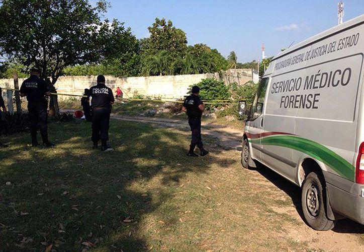 Personal forense levantó el cuerpo que ya se encontraba en estado de putrefacción. (Redacción/SIPSE)
