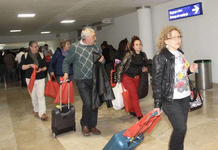 En las últimas tres semanas, el arribo de viajeros al aeropuerto de Mérida se ha incrementado notablemente, asegura el director de la terminal Gonzalo Navarrete Muñoz. (Milenio Novedades)