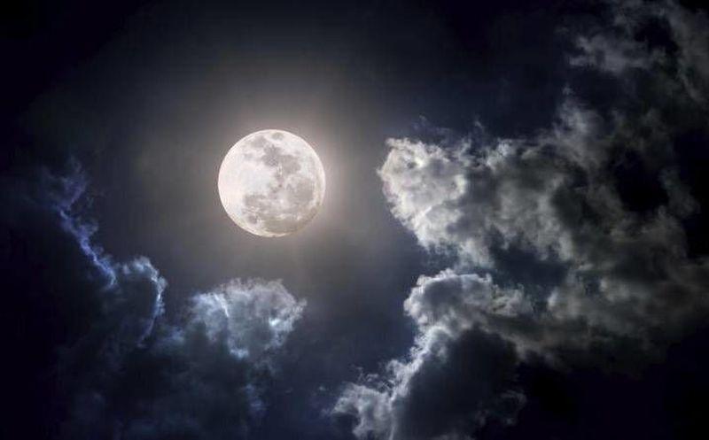 Alza la mirada y disfruta de la luna llena novedades for Fases de la luna hoy