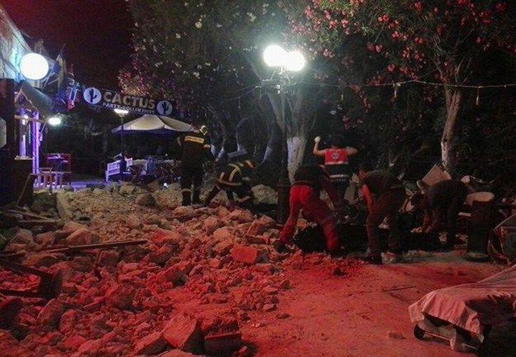 Los equipos de rescate están buscando personas atrapadas dentro de las casas. (López Dóriga Digital)