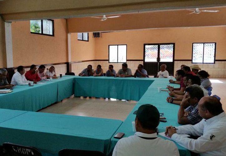 Autoridades y empresarios participaron en una mesa de trabajo. (Redacción)