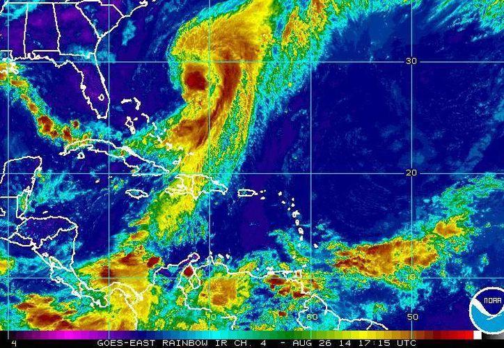 El huracán Cristóbal, situado a la altura del Golfo de México, se desplaza hacia el norte a 19 kilómetros por hora. (ssd.noaa.gov)