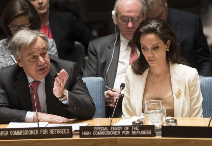 Angelina Jolie dirigirá un filme ambientado en Camboya, durante la época de los jémeres rojos, adaptación de las memorias de Loung Un. En la foto Jolie durante su participación en el Consejo de Seguridad de la ONU. (Notimex)