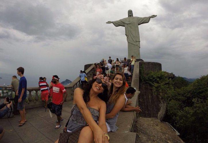 Claudia Walton Álvarez difundió varias fotos del viaje que hizo por Sudamérica en diciembre pasado, cuando Acapulco luchaba por recuperar su lugar en el mapa turístico de México. (excelsior.com)