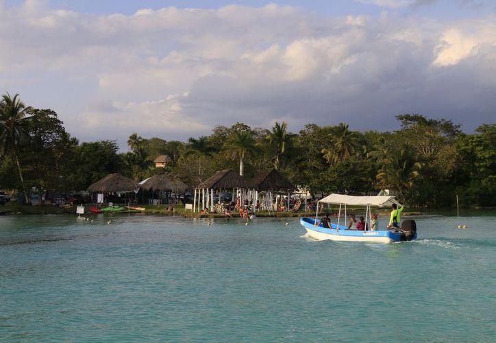 Las aguas negras del balneario rebasaron la capacidad de los biodigestores y contaminaron la laguna. (Javier Ortiz/SIPSE)