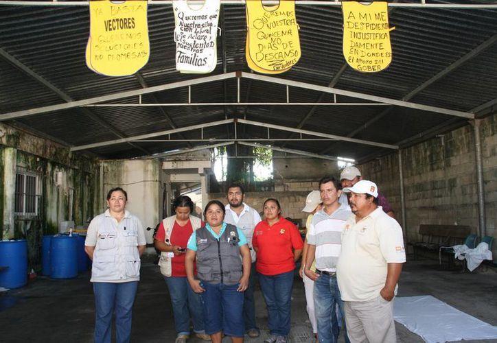 Los empleados de la Secretaría de Salud se manifestaron la mañana de ayer. (Julián Miranda/SIPSE)