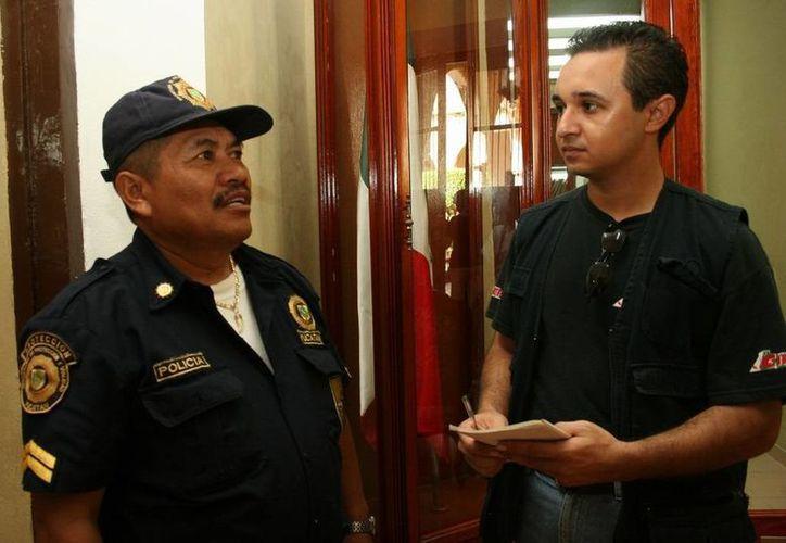 El oficial Armando garrido Xool cuando me platicó el caso de la 'ex Clínica Peninsular'. (Jorge Moreno/SIPSE)