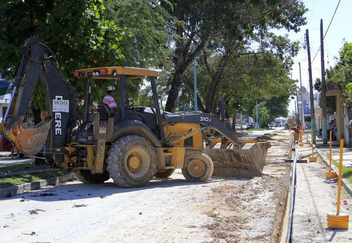 Las obras se realizan con recursos del 2014 y debieron estar listos antes del 31 de diciembre del años pasado. (Harold Alcocer/SIPSE)