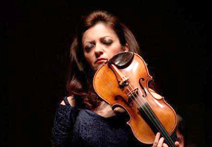 Erika Dobociewicz dará un concierto  con obras de Bach, Ysaye y Wienasky.(Novedades Yucatán)