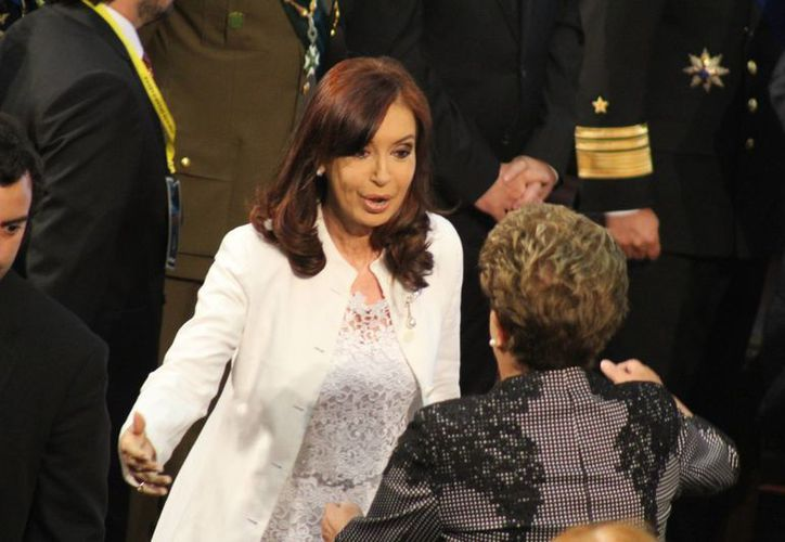 Aunque Cristina Fernández no se postulará en las elecciones argentinas de diciembre, la familia Kirchner seguirá en el escenario político con el debut de su hijo Máximo. (Archivo/Notimex)