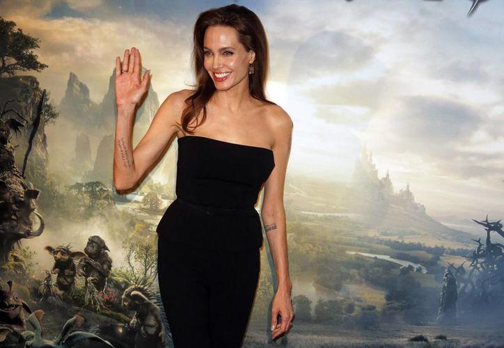 Angelina Jolie pidió a los medios seguir reportando los horrores en el mundo, como la crisis en Siria. (AP)
