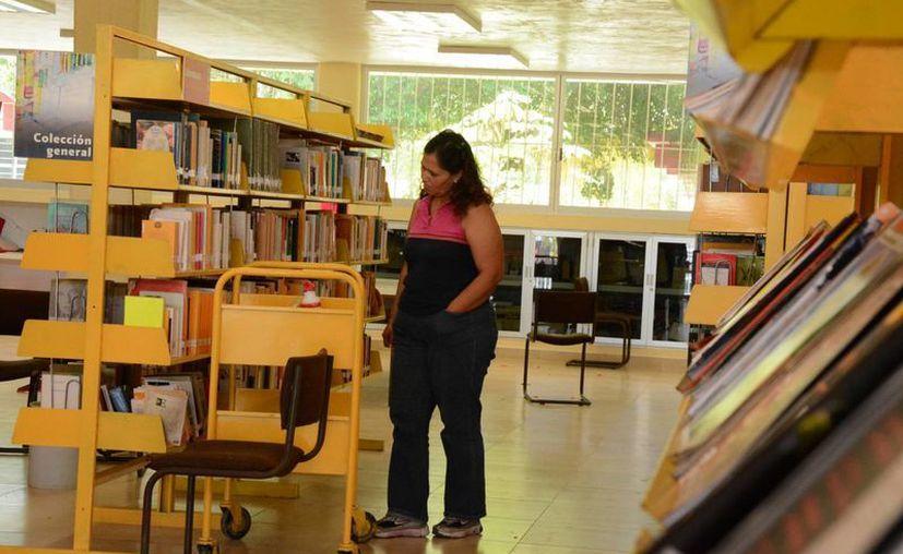 En la ciudad existen alrededor de 11 librerías, además de bibliotecas públicas y escolares. (Victoria González/SIPSE)