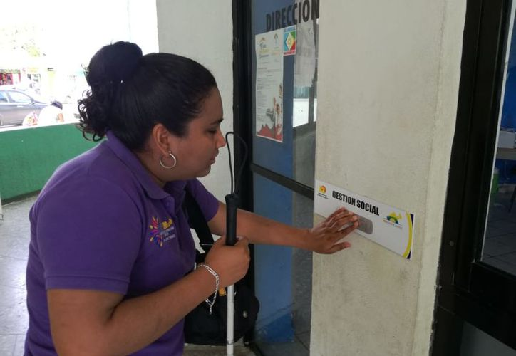 La discapacidad visual se puede mejorar  través de la enseñanza y capacitación para que aprendan a leer y escribir el sistema Braille. (Joel Zamora/SIPSE)