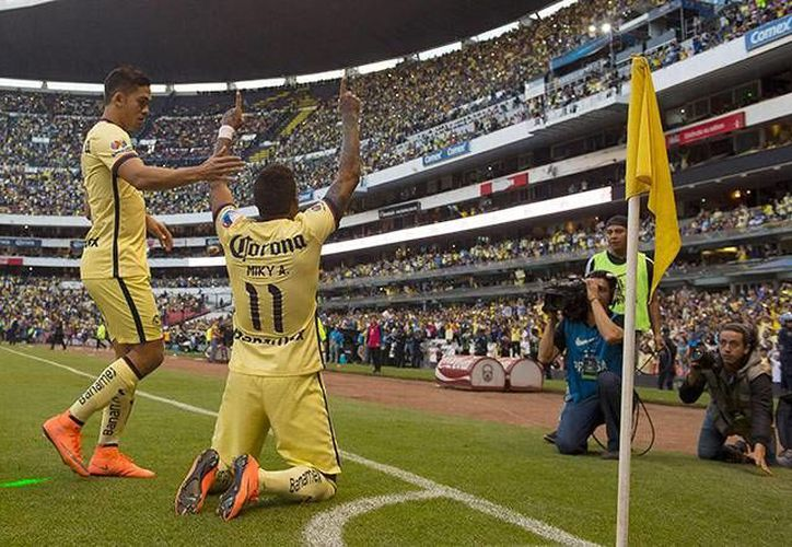Las Águilas del América tuvieron fiesta completa esta tarde en el Azteca al vencer a Monarcas con un 4-1 en el homenaje a Cuauhtémoc Blanco. (Imágenes de Mexsport)