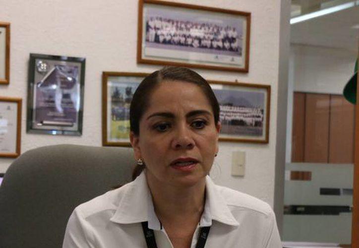 Imagen de Leticia Jeanette Martínez Medina, representante del SAT en Yucatán, quien explicó en qué consiste el programa 'Mi Contabilidad'. (José Acosta/Milenio Novedades)