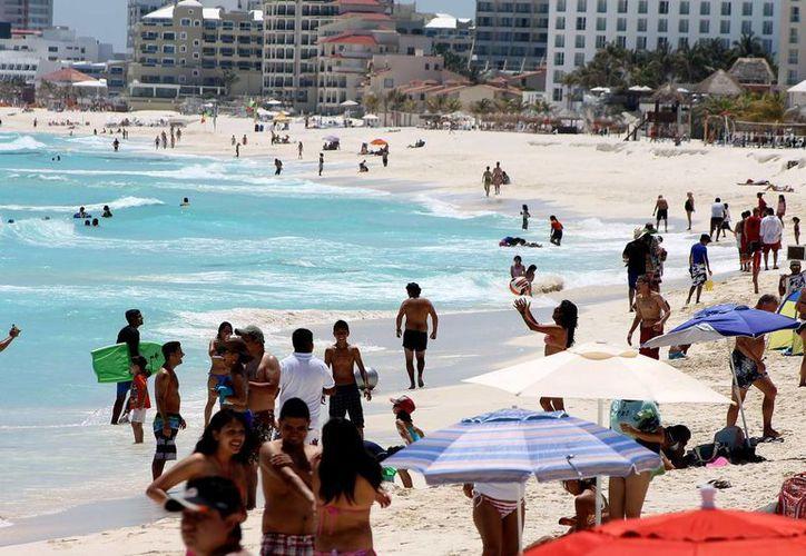 Recomiendan atender a los menores de edad y evitar meterse al mar después de haber ingerido alimentos o bebidas alcohólicas. (Notimex)
