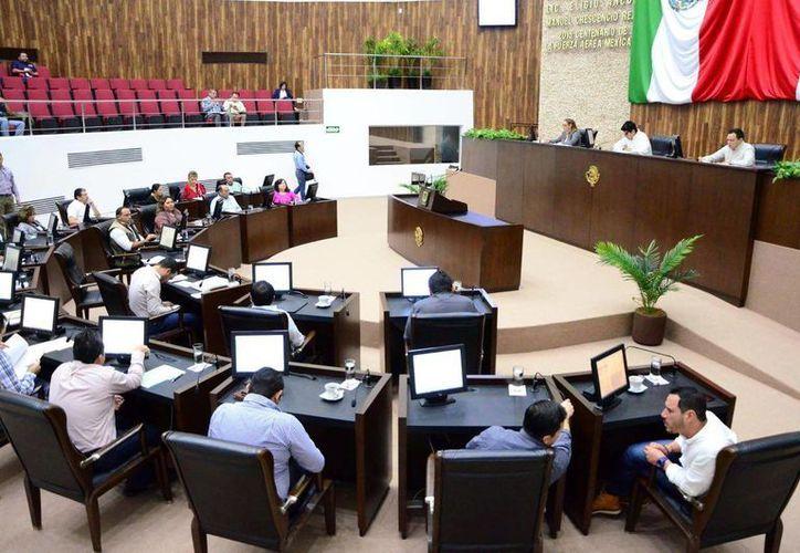 Los diputados analizaron el desarrollo económico en Yucatán, durante la Glosa del Cuarto Informe de Gobierno. (Milenio Novedades)