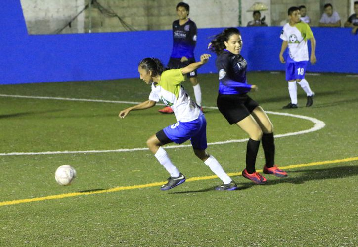 La tercera goleada estuvo a cargo de Los Yarifos, que doblegaron 13-3 a Thunders. (Miguel Maldonado/SIPSE)