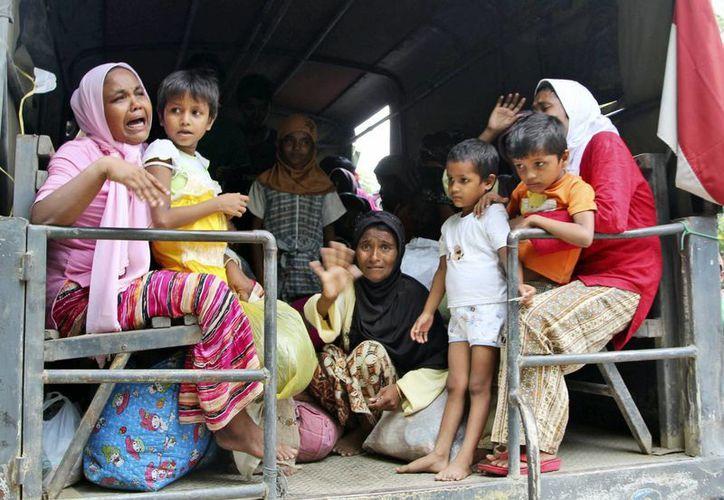 Un total de 500 personas que lograron escapar de una persecusión en Mianmar, fueron rescatados en aguas de Indonesia. (Foto: AP)